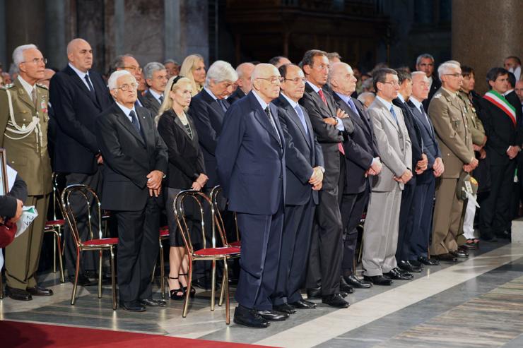 Presidente funerali solenni del caporal for Composizione del senato