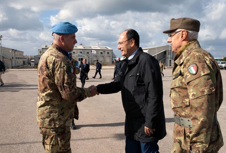 Presidente visita al contingente italiano in for Composizione senato italiano