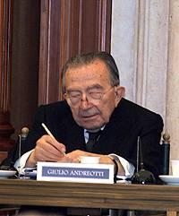 Il senatore a vita Giulio Andreotti durante la presentazione del suo libro