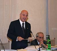 Il presidente della 6a Commissione, sen. Riccardo Pedrizzi, e il senatore Giuliano Amato